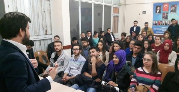 "AK Gençliğe ""Anayasa Eğitimi'' verildi"