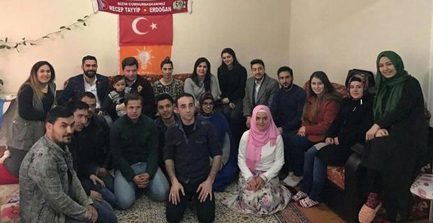 AK Partili gençler referandum için çalışıyor
