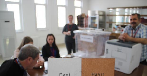 Gurbetçilerin referandum oylaması başladı