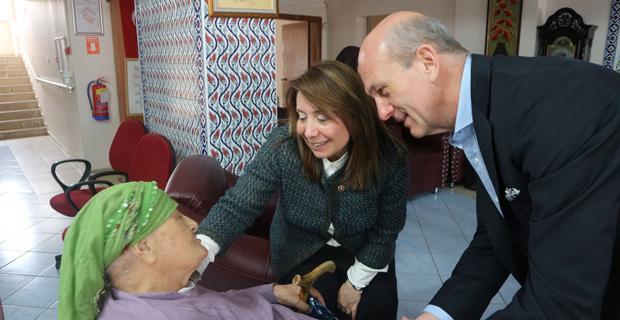 PROF. DR Günay'dan huzurevi ziyareti
