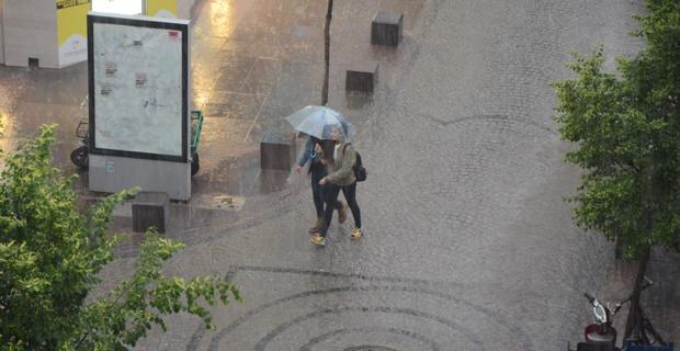 Ani yağmur hazırlıksız yakaladı