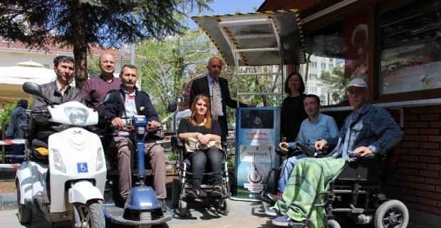 Engelliler çarşıda gezerken artık yolda kalmayacaklar