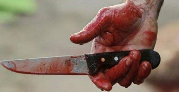 Kendisinden zorla para alan şahsı bıçakladı