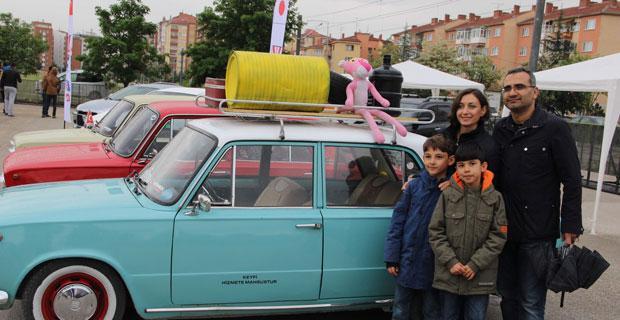 Klasik otomobil ile uçak tutkunları Eskişehir'de buluştu