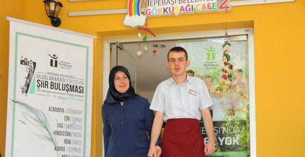 Anneler Gününde tek isteği engelli oğlunun iş bulması
