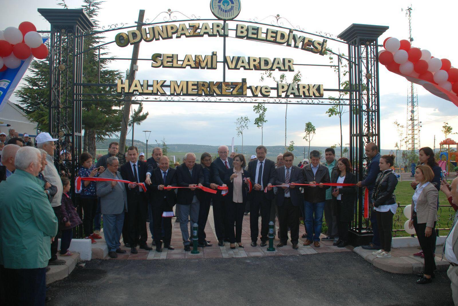 Selami Vardar Halk Merkezi ve Parkı'nda yok yok