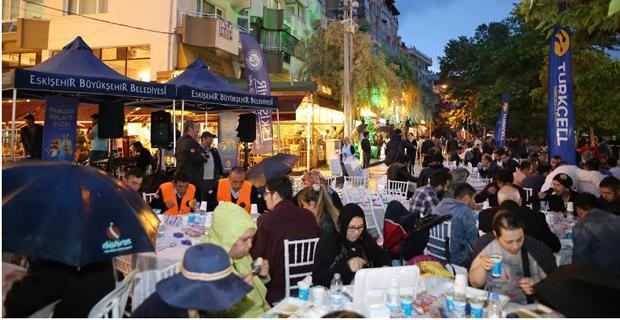 Turkcell'den Eskişehir'de 5 bin kişilik iftar