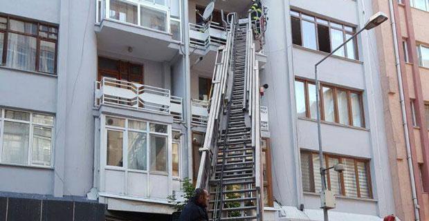 Umreye giden çiftin evi yandı