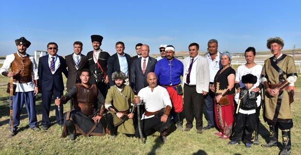Mahmudiye'de At Yarışı Heyecanı