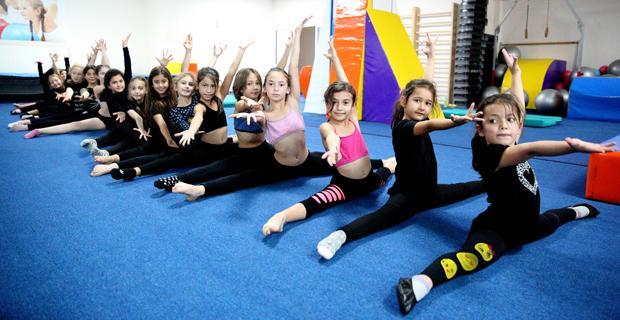 Minik cimnastikçiler Şirintepe'de çalışıyor
