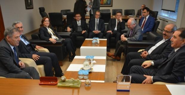 Başdenetçi Şeref Malkoç Eskişehir Barosu'nu ziyaret etti
