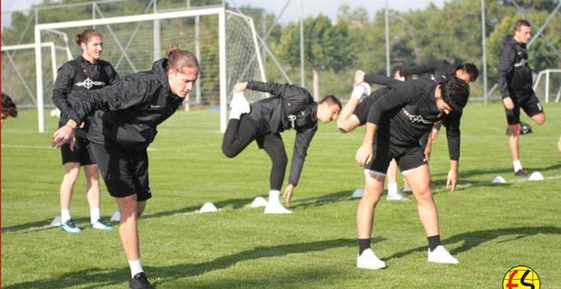 Antalya kampında futbolcular hırslı