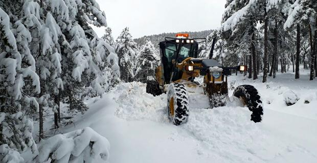 Büyükşehir ekipleri kar mesaisinde