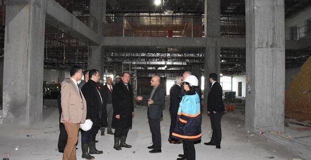Karacan, Şehir Hastanesi İnşaatını İnceledi