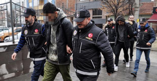 Yabancı uyruklu uyuşturucu satıcıları yakalandı