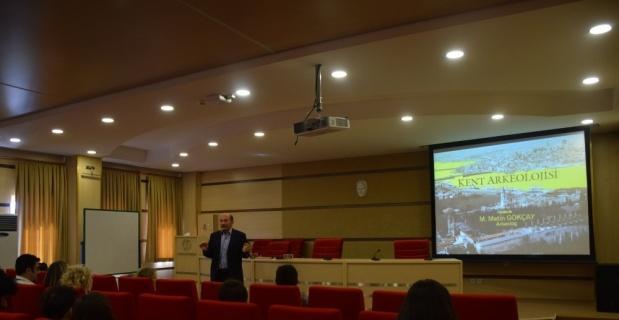 "Anadolu Üniversitesinde ""Kent Arkeolojisi"" konuşuldu"