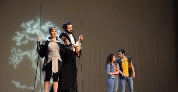 """""""Bahar Noktası"""" Tiyatro Anadolu yorumuyla sahnede"""
