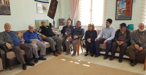 CHP'li gençlerden yaşlılara vefa