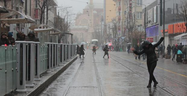 Eskişehir'de yağmur hayatı olumsuz etkiledi