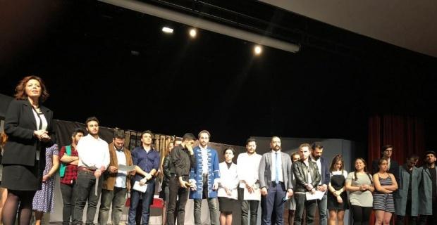 """ESOGÜ'de Dünya Tiyatrolar Günü'nde """"Fizikçiler"""" oyunu sahnelendi"""