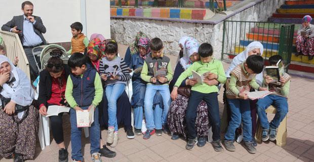 Okullarını anneleri ile paylaştılar