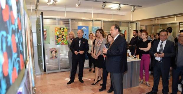 'Resim Dostları' karma resim sergisi ESOGÜ'de ziyarete açıldı
