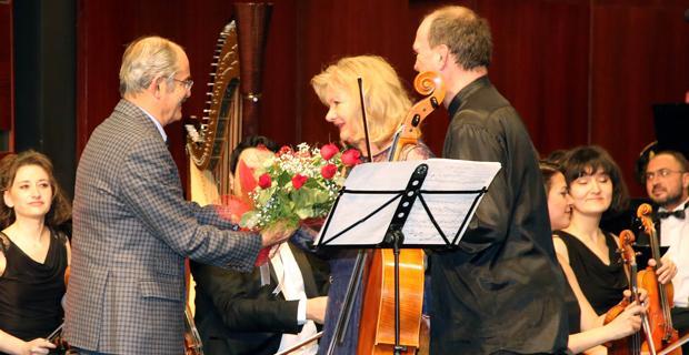 Senfoni'e keman ve viyolonsel notaları