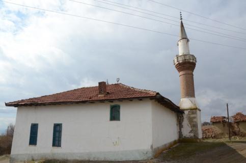 Tarihi cami cemaatsiz kaldı