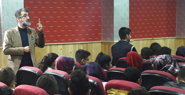 Yazar Sadıkoğlu 14 okulda 25 bin öğrenci ile buluştu