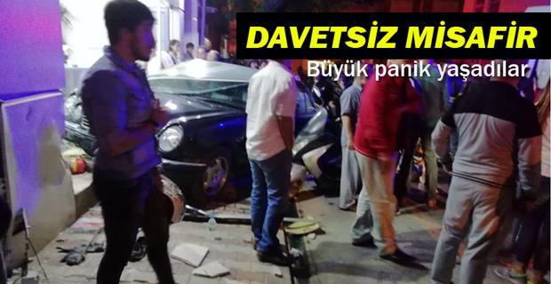 Eskişehir'de otomobil dükkana daldı