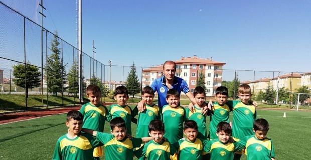 Futbol yaz okullarında çalışmalar devam ediyor