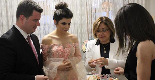 Özata, evliliğe ilk adımını attı