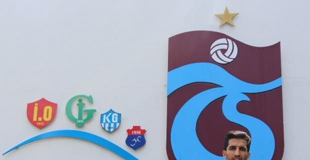 Trabzonspor Vahid Amiri ile sözleşme imzaladı