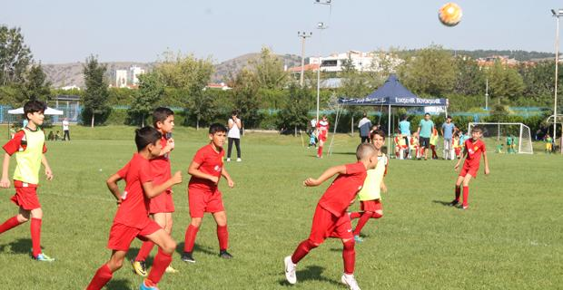 Minikler futbola doydu