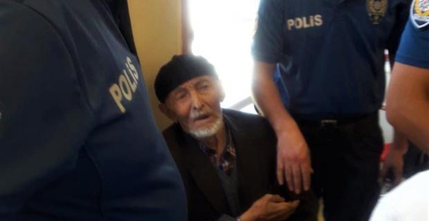 Yaşlı adam az kalsın 100 bin lirasını kaptırıyordu
