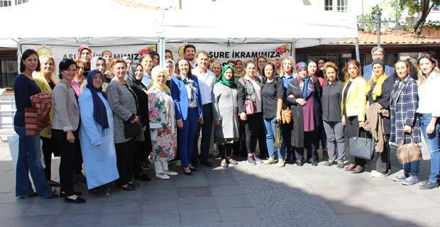 AK Parti İl Kadın Kolları'ndan Aşure İkramı