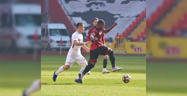Gençler Gazişehir'i 2-1'le geçti