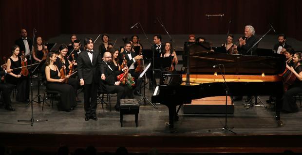 Senfoni'de Piyanist Cem Babacan