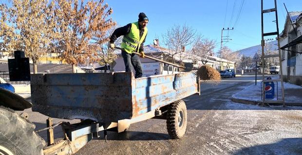 Seyitgazi Belediyesinden karla mücadele