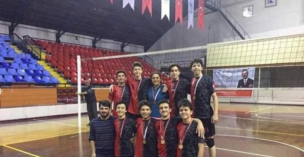 Simav Fen Lisesi voleybolda il şampiyonu oldu
