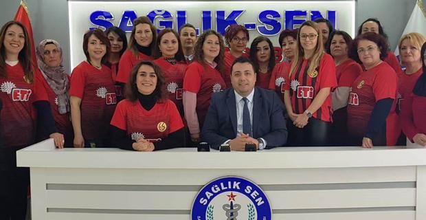 Sağlık Sen'li kadınlar Es Es'e destek için tribünde