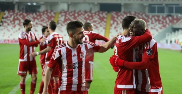 Spor Toto Süper Lig: DG Sivasspor: 2 - Akhisarspor: 1 (Maç sonucu)