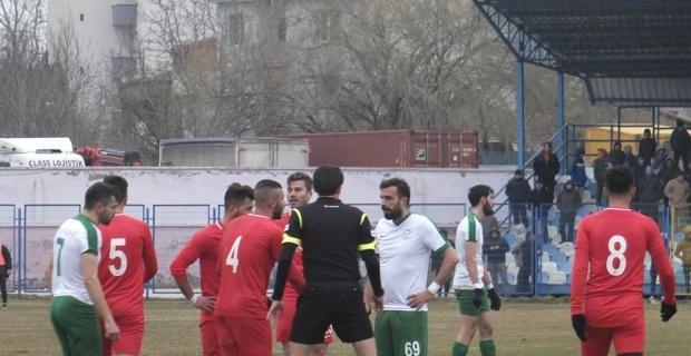 Vitraspor kendi evinde Sultangazispor'a mağlup oldu