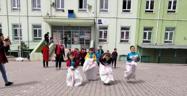 Aslanapa'da bahar etkinliklerine 400 öğrenci katıldı