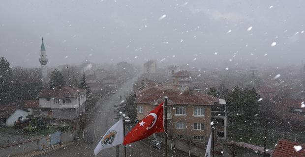 Eskişehir'e Nisan ayının ortasında kar yağdı