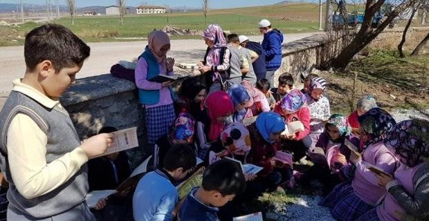 Şehit mezarını ziyaret edip Kur'an-ı Kerim okudular