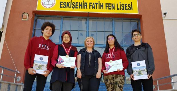 Eskişehir Fatih Fen Lisesi ekibi Antalya'dan madalyalarla döndü