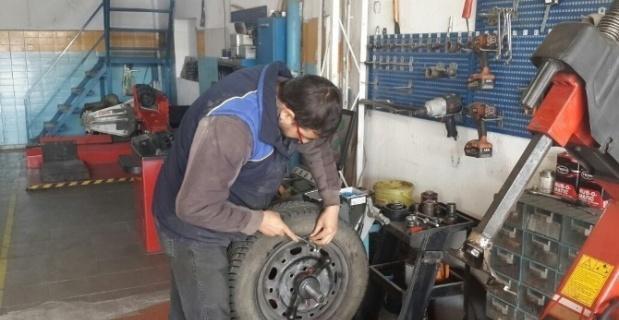 Kış lastikleri, yaz aylarında kazalara sebebiyet verebiliyor
