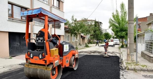 Tepebaşı Belediyesi ekiplerinin yol çalışmaları sürüyor