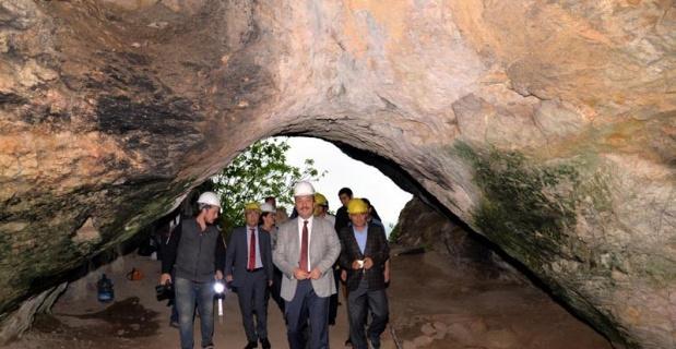 Vali Şentürk arkeolojik kazı çalışmalarını inceledi